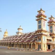 Cao Dai temple & Cu Chi Tunnels